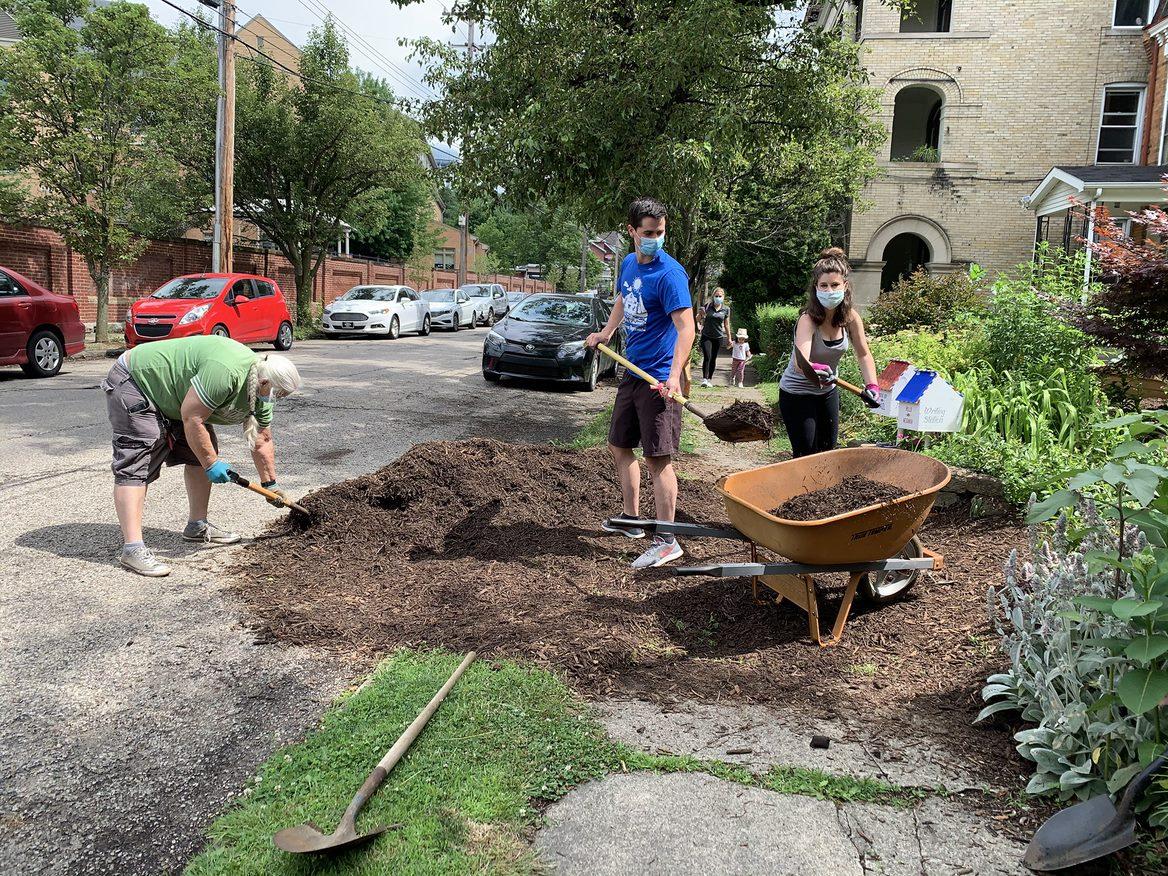 Volunteers working in Friendship's Octopus Garden